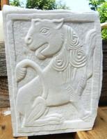 Kőfaragvány dombormű bizánci Oroszlán carrarai márványból