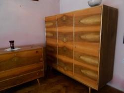 Retro bútorok,  szekrény ruhásszekrény vitrin ágyneműtartó komód asztal dohányzóasztal