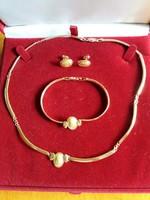 Ovális nőfejes betétekkel díszített arany ékszer szett