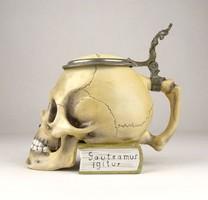 0X678 Régi koponya alakú porcelán söröskorsó