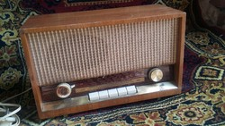 Antik, működő Grundig lámpás rádió