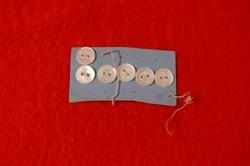 6 db kisebb gyöngyház gomb, gyöngyházgomb eredeti kartonján