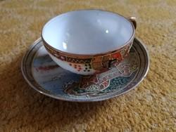 Japán porcelán csésze-aljával, festett díszítésekkel