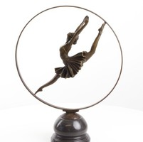 Karika tàncos nő -bronzszobor