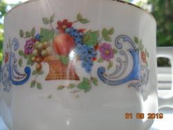 Antik jelzett, kézzel számozott teás csésze virág és gyümölcs kosár mintával