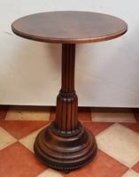 Rusztikus körasztal, posztamens