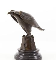Sas-bronzszobor