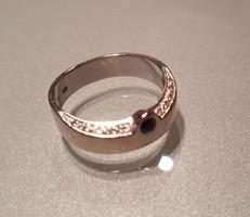 Fehérarany gyűrű aquamarinnal és brillekkel
