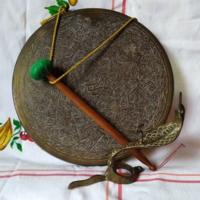 Kígyó fejes fali réz gong (kézműves termék)