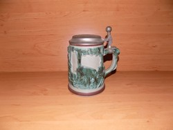 Dombormintás vadász jelenetes ónfedelű fajansz söröskorsó 6 dl  (9/d)