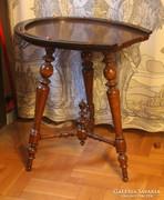 Ónémet patkó alakú asztal
