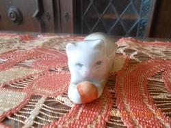 Zsolnay labdázó cica