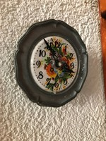 Tündéri falra akasztható ón tányér óra jól működik 10.5cm átmérő.
