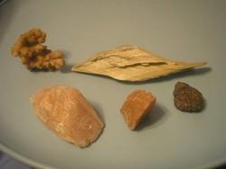 U9  ásvány gyűjtemény 5 db ritkaságok rózsakvarc,borsókő,obszidián, ékszer készítéshez is