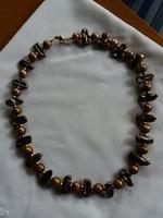 Barna gyöngy-arany nyakék