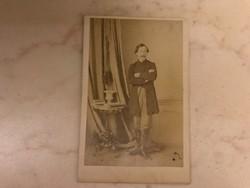 Gróf Teleki Lászlóról, öngyilkossága elött pár hónappal korábban Mayer fényképíró korabeli fotója