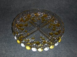Csodaszép osztott üveg kínáló (afp)
