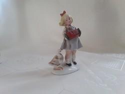 Harmonikás kislány, német kerámia  /  2615