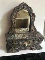 Antik, ezüstlemezzel borított ékszeres szekrényke apró fiókkal, 18 cm magas