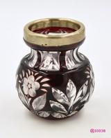 Régi, kisméretű, hámozott bordó kristályváza, réz-rubin páccal festett üveg, ezüst peremmel.