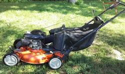 Husqvarna R152SV fűnyíró,Honda motor, mulcsoló,fűbegyűjtő, oldalkidobó szerkezetű 2005.