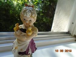 Antik kézzel festett bisquit porcelán kislány kislibákkal