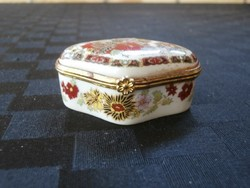Porcelán dobozka