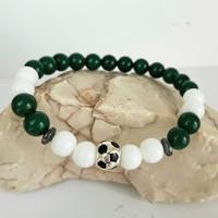 Ásvány karkötő zöld aventurin, fehér jade, fém focilabdával