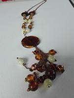 Régi üveg gyöngyökből készült nyaklánc narancsos árnyalatokkal