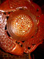 Faragott  virág vagy szobor tartó asztal halas