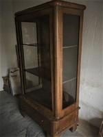 Felújítandó antik vitrin