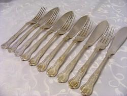 Gyönyörű, jelzett, domborított, ezüstözött, antik, 5 személyes kés és villa evőeszköz készlet