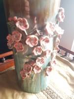 Tetszetős váza virágokkal