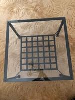 Kovácsoltvas asztal biztonsági üveglappal