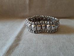 Ezüst színű bizsu karkötő