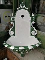 Zöld-fehér falikút