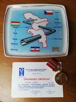 Orenburgi emléklap érem és hollóházi porcelán tál Adria vezeték építéséért kapott kitüntetés 1978.