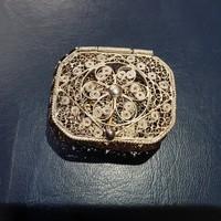 Finom kidolgozású ezüst ékszerdoboz