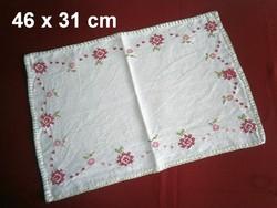 Nagyon régi kézzel hímzett virág mintás keresztszemes vászon terítő 46 x 31 cm