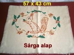 Kézzel hímzett makkos mintás mókussal díszpárna huzat vagy falikép alap 57 x 43 cm