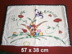 Kézzel hímzett virág mintás vászon díszpárna huzat, párnahuzat 57 x 38 cm