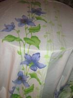 Gyönyörű különleges kék virágos fehér hatalmas sötétítő függöny