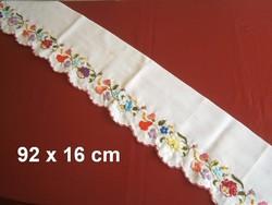 Kézzel hímzett Kalocsai mintás polc csík polccsík 92 x 16 cm