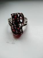 Ezüst gyűrű, gránát kővel