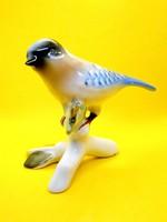 Nagyon szép porcelán madár faágon