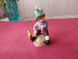 Wagner & Apel porcelán kisfiú furlyával, madárkával