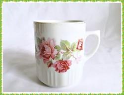 Rendkívül szép rózsa mintás régi MCP porcelán bögre ( Zsolnay )