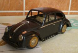 Csere érdekel. Autó retro régi kisautó. Kb 23 cm vw bogár