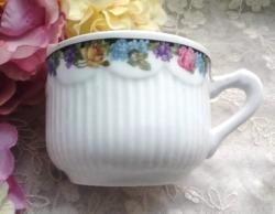 Régi virágos hullámos szoknyás teás csésze
