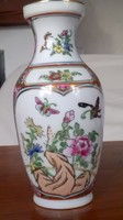 Kínai porcelán váza,  jelzett, színes, virágos-lepkés